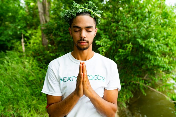 The kale Gawd prays to his benevolent master